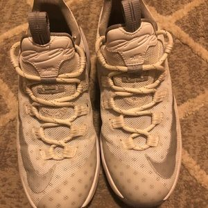 Youth Lebron James XIII low size 5.5. White